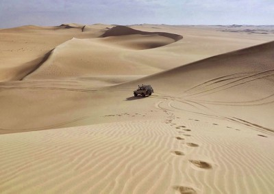 sand-summer-desert-car